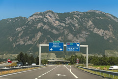 Autoroute [A41] - Francin (France) (Meteorry) Tags: road mountain france alps june montagne alpes torino highway europe traffic motorway roadtrip junction route autopista sortie autoroute exit chambéry savoie circulation turin a41 autostrada albertville échangeur lathuile 2015 rhônealpes meteorry massifdesbauges e70 e712 francin auvergnerhônealpes