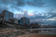 Luces de la Maana (Morning Lights) (Dibus y Deabus) Tags: city sky espaa beach clouds canon buildings dawn spain edificios gijn ciudad asturias playa amanecer cielo nubes gijon hdr 6d