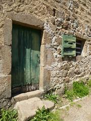 Vert vieilli (Malys_) Tags: porte mur fentre bois volet
