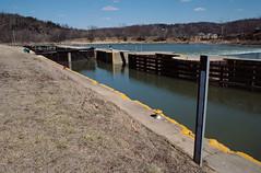 88c007: Upper entrance bay of Kentucky River Lock No. 3