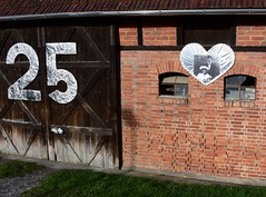 Silver-wedding anniversary (:Linda:) Tags: door two brown brick window barn germany photo couple village heart thuringia number 25 veilsdorf halftimbered silberhochzeit silverweddinganniversary