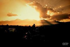 Himalaya sun (stralsunnerjunge) Tags: nepal light sun mountains clouds sunrise daylight nikon shine summit kathmandu rays himalaya nikkor vr sonnenschein 18105 strahlen
