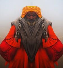 Guru Cittanandrishimahadevshantyshanty Ji,visiting Kumbamela from planet Nibiru. (Carlo Di Campli) Tags: portrait india fog alba religion mirrored editing hinduism nebbia ritratto guru allahabad postproduzione nikond7000 kumbamela2013