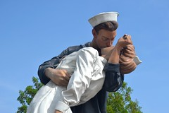 Unconditional Surrender (gloucesterman74) Tags: sculpture love kiss wwii joy victory victor passion sarasota alfred embrace jorgensen eisenstaedt unconditionalsurrender