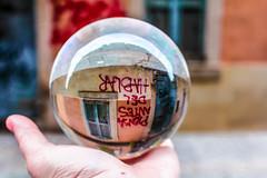 Piensa antes del hablar (Lola Ylo) Tags: barcelona street city graffiti outdoor barceloneta crystalball
