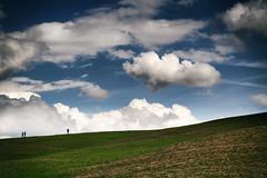 Travellers (cuellar) Tags: sky italy clouds landscape italia tuscany nubes minimalism toscana minimalismo orcia valledeorcia