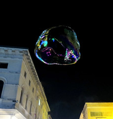 The life within a bubble (Robyn Hooz) Tags: life sale fine salt pop illusion bubble prick burst vita padova bolle scoppio