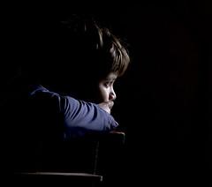 Niño2 (G de Tena) Tags: canon mirada esperando niño mirando pensando g12 expresion