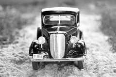 Pick-up Ford 1937 (Giovani Gabriel) Tags: ford miniature miniatura 1937 escala124