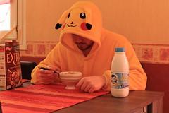 Pikachu djeune (Joy_Mhay) Tags: house breakfast milk spoon bowl disguise pikachu pokemon lait bol maison cereals pyjama cuillre dguisement petitdjeuner crales
