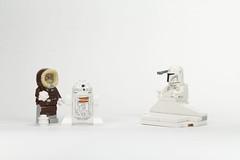 Camoflage (Photofishboy) Tags: lego minifig minifigure hansolo starwars hoth bobafett snow r2d2 harrisonford mandalore mandalorian bounty hunter ralphmcquarrie concept nerf herder white armour armor lucasfilm disney snowman parka