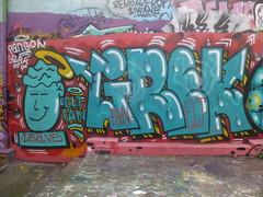 Grek & Pangol : hommage  Zoave / Elt Fan (Archi & Philou) Tags: streetart graffiti hommage paintedwall murpeint mnilmontant lettrage paris20 zoave ruedesplatrires