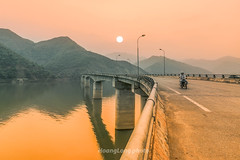 K0952.0414.T Khoa.Bc Yn.Sn La. (hoanglongphoto) Tags: morning bridge sky sun lake water sunrise canon landscape asian boat asia dale outdoor hill lakeside vietnam ridge pinksky mountainlandscape h cu northvietnam phongcnh butri northwestvietnam nc snla thuyn bh lakesurface bnhminh mountainouslandscape vietnamlandscape ngoitri tybc ngni phongcnhvitnam canoneos1dsmarkiii chu ngnam bcyn buisng thunglng sunriseoverthelake zeissdistagont3518ze butrimuhng takhoabridge cutkhoa hthyinhabnh tkhoa mth hydropowerreservoir dyi phongcnhsnla cnhquanni vietnammountainouslandscape phongcnhvngni phongcnhvngnivitnam phongcnhbcyn bnhminhtrnh