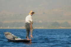 Another fisherman on Inle Lake (luca.onnis) Tags: water photography fisherman asia alone sunny myanmar inlelake oneman legrowing lookingcamera lucaonnis