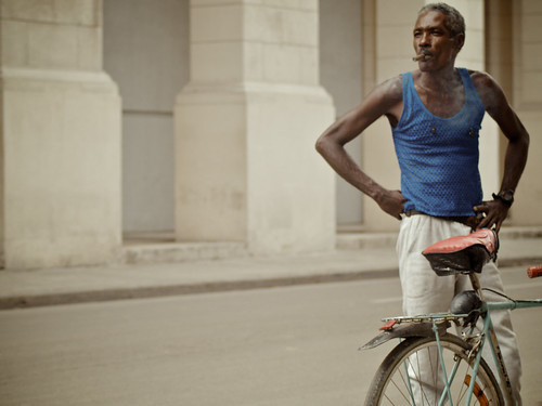 Cuba_Cool-with-bicycle