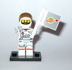 71011 2 astronaut minifigure lego series 15 minifigures 2016 a (tjparkside) Tags: 2 two white gold golden with lego space flag helmet 15 mini astronaut suit figure series figures spacesuit visor fifteen minifigure 2016 minifigures 71011