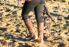 2016-01-03 (83) boots at Laurel Park (JLeeFleenor) Tags: girls woman photography donna md shoes boots photos femme mulher maryland footwear frau vrouw dona laurelpark wanita    kneehigh kvinne   nainen kobieta footgear   kvinde ena  kvinna kadn n lamujer    marylandhorseracing  marylandracing ngiphn