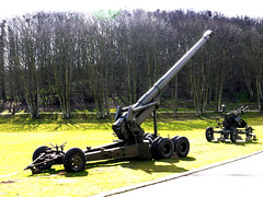 155mm M1 Gun (Long Tom) (Alan FEO2) Tags: trees grass army outdoors gun mechanical m1 military wheels norfolk barrel trail american artillery 103 cariage m59 155mm longtom muckleburghcollection 2oef 116picturesin2016