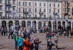Bubble-Mania (*Capture the Moment*) Tags: sun children bubbles ham kinder sonne wetter personen jungfernstieg 2016 seifenblasen altersgruppen sonynex7 sonye18200mmoss