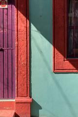 Predileccin Particular (Maria Sciandra) Tags: red mexico shadows purple turquoise urbanexploration sanmigueldeallende minimalism unusualcolorcombinations mariasciandraphotography nikond7200