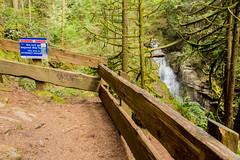 Warning sign (Bob_2006) Tags: hike westvancouver wanderung cypressfalls