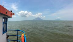 "Isla de Ometepe: depuis le ferry <a style=""margin-left:10px; font-size:0.8em;"" href=""http://www.flickr.com/photos/127723101@N04/26784352845/"" target=""_blank"">@flickr</a>"
