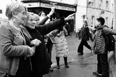 Everyone Point at the Same Thing (.mushi_king) Tags: uk cambridge blackandwhite fuji sheep tourists pointing xt10 xf23mm xf23mmf14