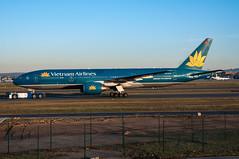VN-A144 - Vietnam Airlines - Boeing 777-200 (5B-DUS) Tags: am airport frankfurt main vietnam international boeing flughafen airlines 777 fra fraport b777 eddf 777200 b772 vna144