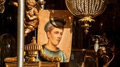 Antiques Shop Strasbourg (L I C H T B I L D E R) Tags: france statue frankreich picture indoor schaufenster strasbourg antiques shopwindow bild figur antiquitäten personen strassburg