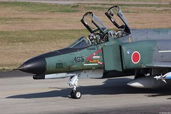 Close-up of the RF-4EJ Kai Phantom II 07-6433, JASDF, 501 Hikotai, taxiing out at Hyakuri AB (Jeroen.B) Tags: japan self airport flickr force air ii kai phantom douglas selfdefense defense base f4 mitsubishi airfield ibaraki 433 501 mcdonnell f4e jasdf rf4ej mih kk  hyakuri m133 hikotai rjah 076433  japan2014 jieita hikj japanhyakuri