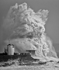 Storm Imogen (oddie25) Tags: lighthouse storm water wales canon waves wave imogen porthcawl bigwave 1dx 100400mmmk11 stormimogen