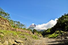 DSC_0050 (fredy_ngahu) Tags: cloud mountain nature indonesia landscape nikon outdoor yogyakarta merapi d90 fredyngahu