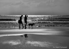 caminando (Franreme) Tags: canon atardecer arena cadiz 5d playas rocas tarifa roja costas
