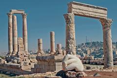 Citadel (Don César) Tags: old ruins hand roman amman middleeast jordan ruinas mano jordania mediooriente templeofhercules