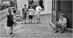 El Retrato (The Portrait) (Samy Collazo) Tags: leica bw oldsanjuan tourists bn sanjuan aviary viejosanjuan turistas lightroom kodaktrix400 kodakd76 industar2250mmf35 siverefexpro2 leicalllf1953