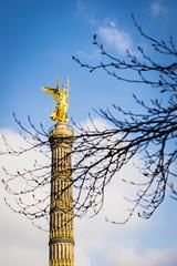 la columna de la victria (_perSona_) Tags: sky berlin germany deutschland goddess cel victoria victory cielo alemania column stern tiergarten siegessule diosa columna prussian goldelse alemanya groser prusia deesa prusiano