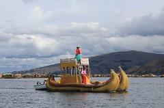 Isla de los Uros, Per (Piolla90) Tags: sun lake peru uros titicaca beautiful america de lago island see los child place south per sur isla sud paglia degli isola flotante galleggiante
