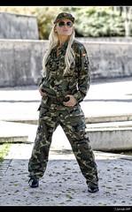 Jvenes Guerreras XIV - 1/5 (Pogdorica) Tags: sexy chica retrato modelo militar rubia isabel sesion mili soldado uniforme castell posado