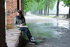 Lucca e la pioggia (Zaporogo) Tags: lucca mura pioggia ragazza