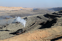 I_B_IMG_6350 (florian_grupp) Tags: china railroad train landscape asia mine desert muslim railway steam xinjiang mikado locomotive coal js steamlocomotive 282 opencastmine sandaoling