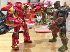 Hulk Buster vs Dead Pool-Hulk (Alfred Life) Tags: toy hulk  hulkbuster     deadpoolhulk
