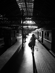Girl (Yann Cerri) Tags: light shadow blackandwhite bw luz girl train blackwhite sombra pb trainstation trem menina pretoebranco estao hardlight luzdura vsco vscocam