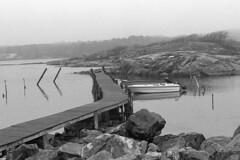 zz-gteborg-035 (L.la) Tags: sea blackandwhite bw mer gteborg boat europa europe noiretblanc pentax sweden eu nb hp5 sverige bateau ilford barques lla sude hp5plus porst styrs lc29 scandinavie laurentlopez 12de50mm