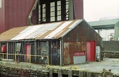 Malakoff Shed (12mod Fujicolor C200) (AngusInShetland) Tags: malakoff film scotland rust decay shed zenit shetland lerwick helios zenitttl fujicolorc200 canonscan5600f