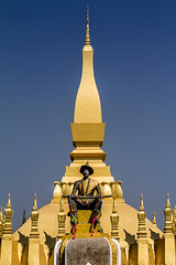 Pha That Luang (Great Stupa) - Vientiane, Laos (pas le matin) Tags: voyage travel architecture canon temple gold worship asia or stupa capital buddhism 7d asie laos lao vientiane canoneos7d