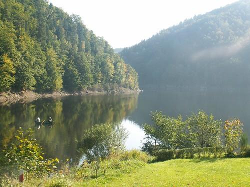 Jezioro Bystrzyckie z cypla między dopływami