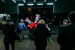 32/366 (Marina Shuklina) Tags: street light people colors night fun evening funny faces russia balloon strangers streetphotography streetlife fujifilm streetphoto baloons project365 366days project366 xpro1 18mmf2
