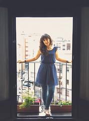 :) (Coral ML) Tags: luz vintage ventana puerta chica vistas balcon vestido tejados girlportrait retroportrait