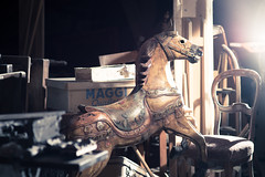 altes Karussellpferd ll (bilderbuech.ch) Tags: old macro loft attic makro pferd dachboden antik carouselhorse staub estrich karussellpferd altesspielzeug antikquitten zeitzeugenantique