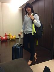 除夕。饗食天堂 1050207 (#慢生活) Tags: 家人。國中生 節日。新年 student girl school young kids feet legs 高中生 學生 女孩 妹妹 美眉 女生 gal lovely cute pretty